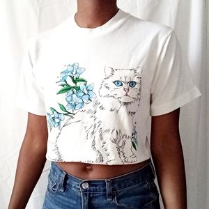VINTAGE | White cat blue floral crop tee